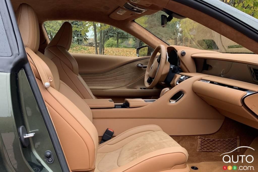 Lexus LC 500 2021, sièges de première rangée
