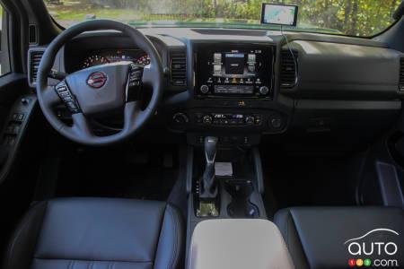 2022 Nissan Frontier, interior