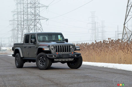 2021 Jeep Gladiator Mojave, three-quarters front