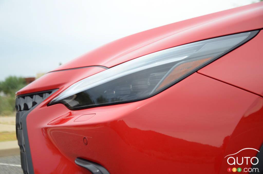 Lexus NX 2022, avant