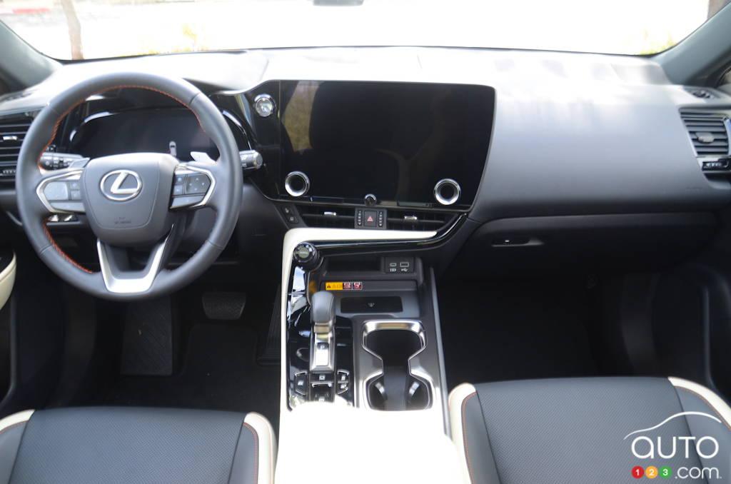 Lexus NX 2022, intérieur