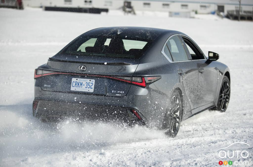 Glissade contrôlée dans une Lexus IS