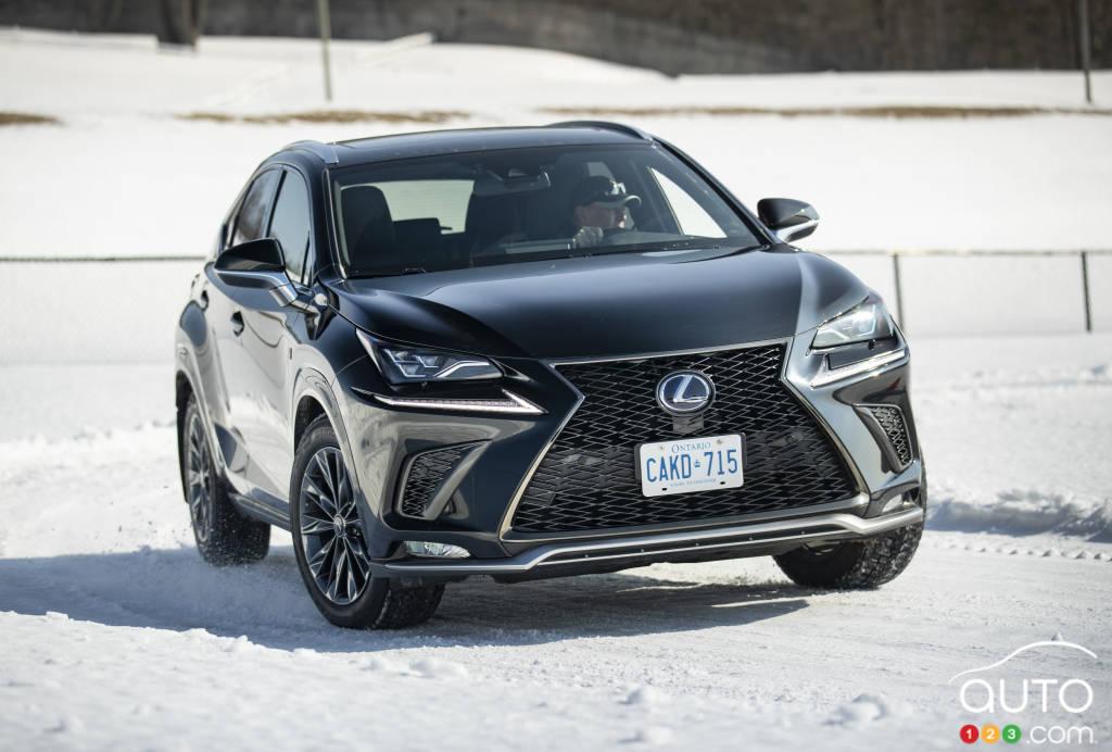 Le Lexus NX sur la neige