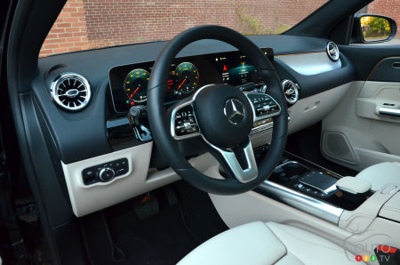 2021 Mercedes-Benz GLA 250 4MATIC, steering wheel