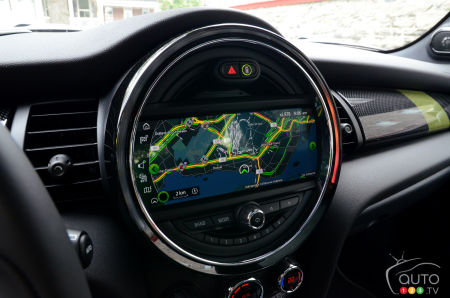 2021 Mini Cooper SE, main screen