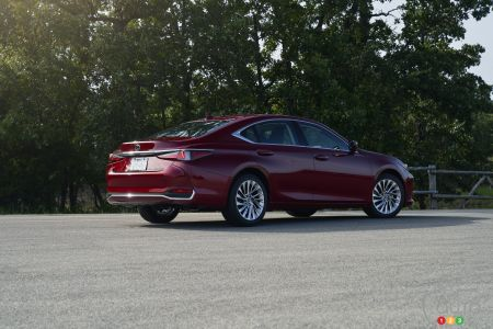 2021 Lexus ES AWD Luxury, three-quarters rear