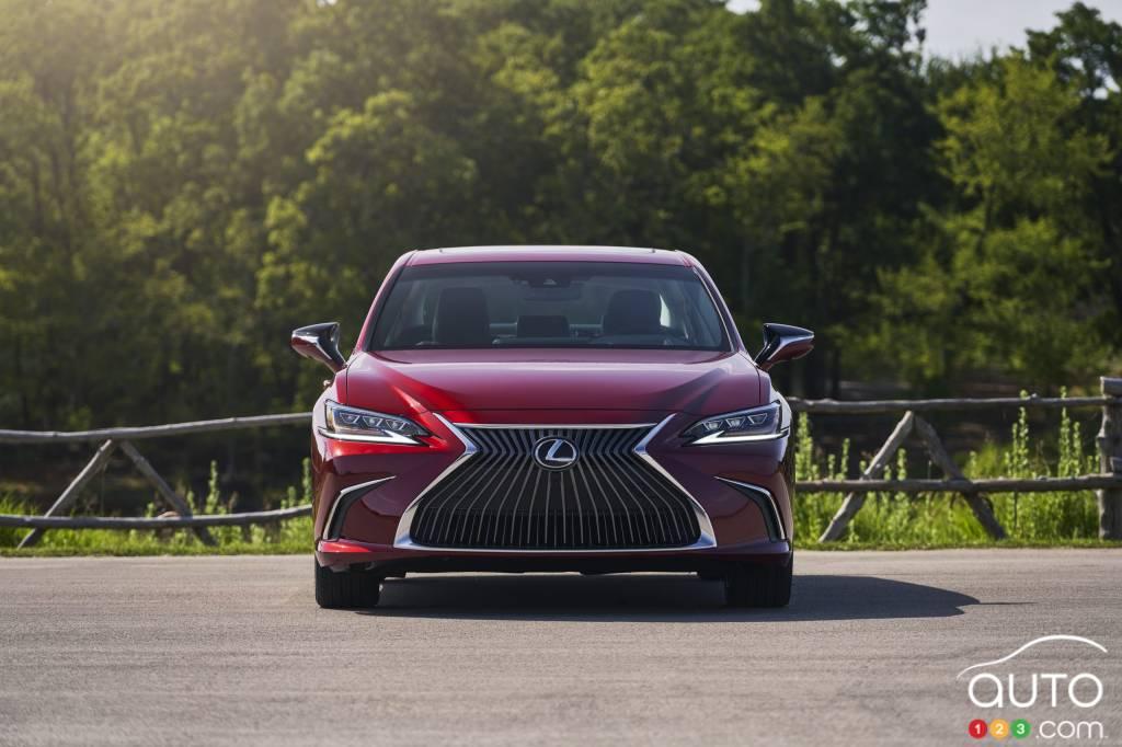 Lexus ES, avant