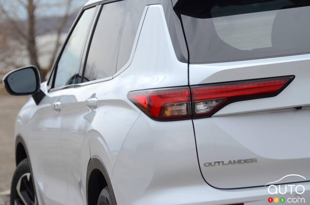 Mitsubishi Outlander 2022, feu