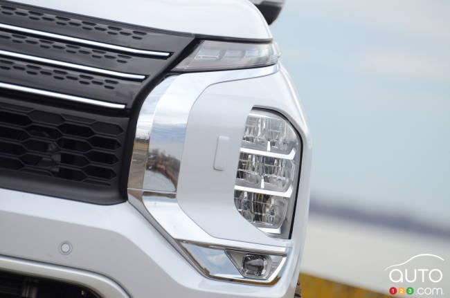 2022 Mitsubishi Outlander, headlight