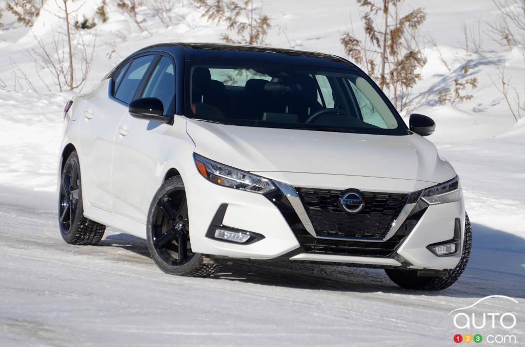 Nissan Sentra SR manuelle 2021, avant