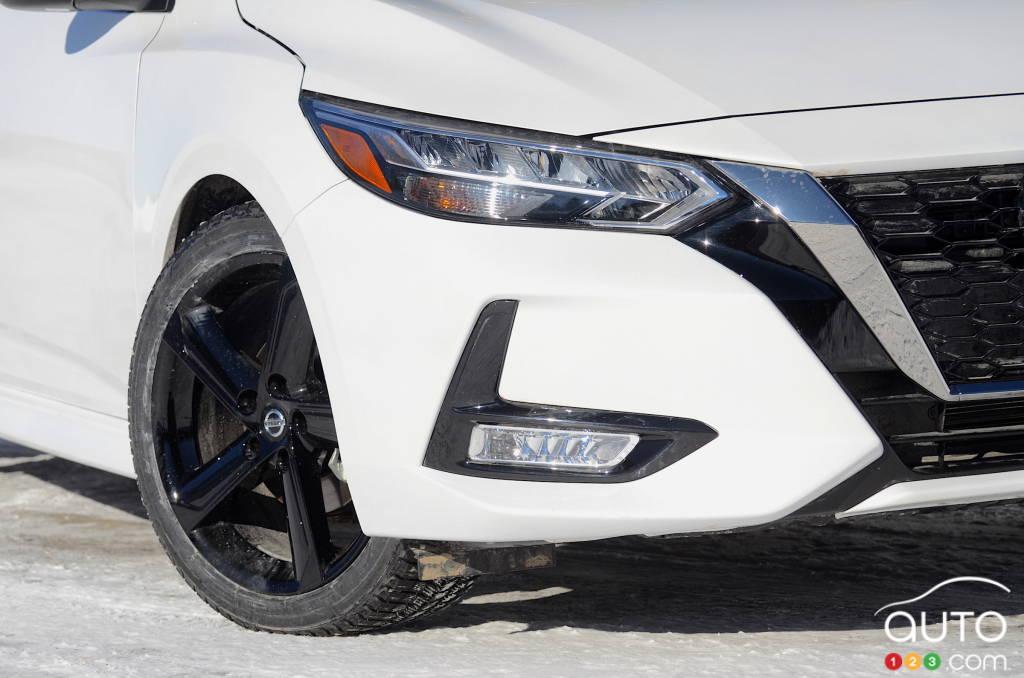 Nissan Sentra SR manuelle 2021, phare