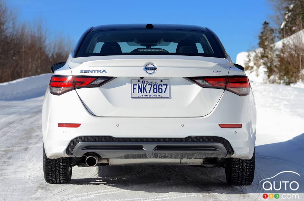 Nissan Sentra SR manuelle 2021, arrière