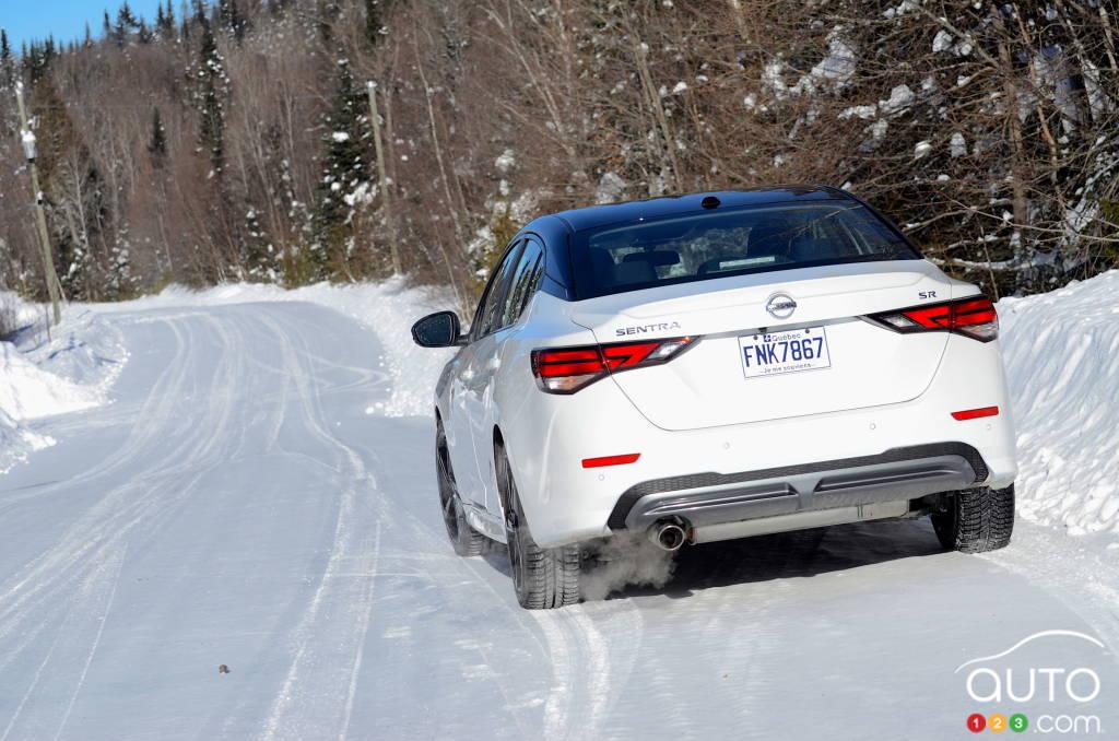Nissan Sentra SR manuelle 2021, dans la neige