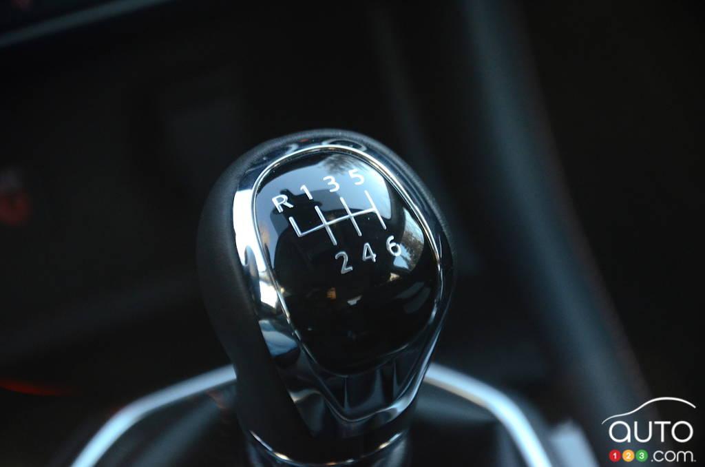 Nissan Sentra SR manuelle 2021, levier de vitesse