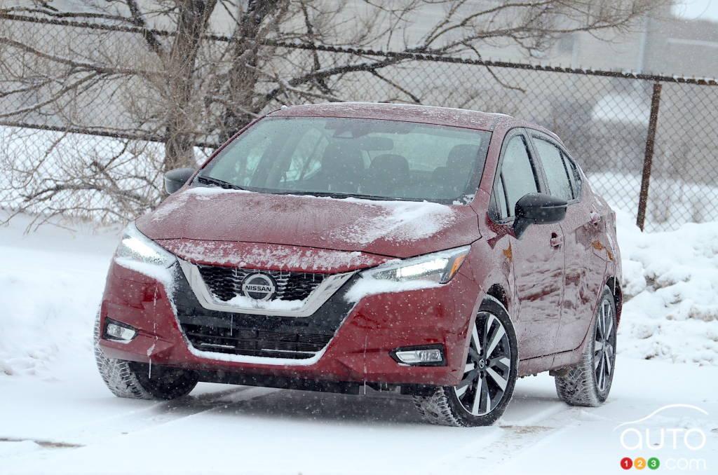 Nissan Versa 2021, avant