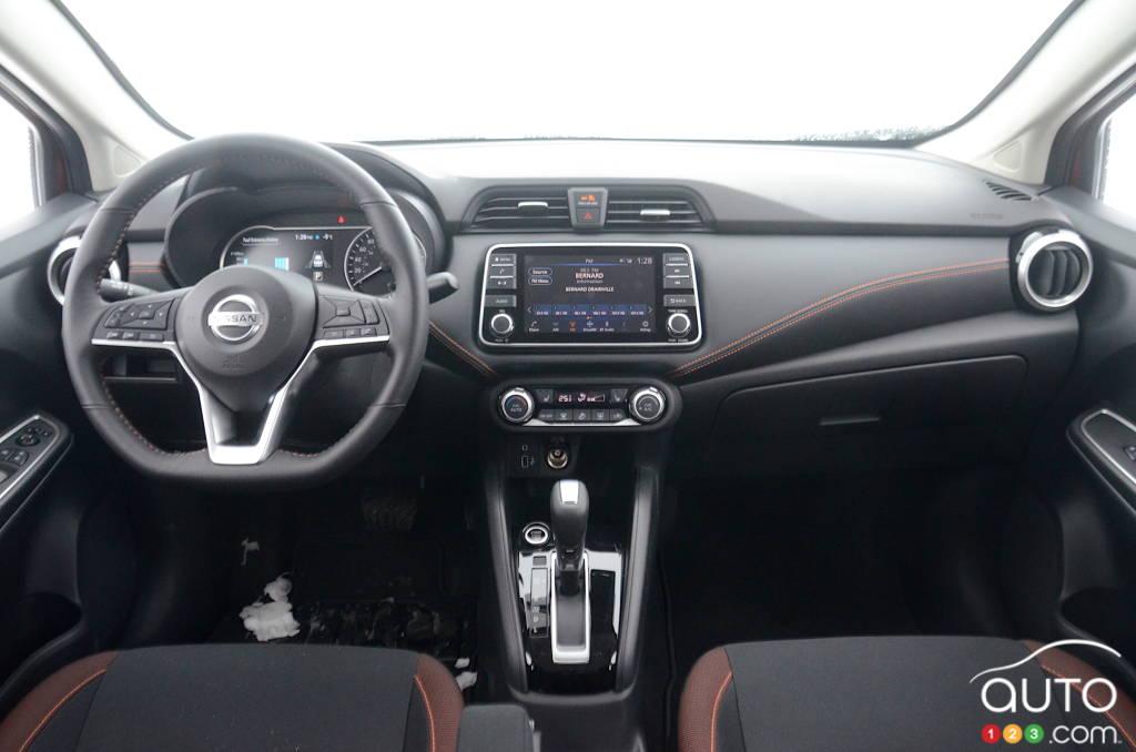 Nissan Versa 2021, intérieur