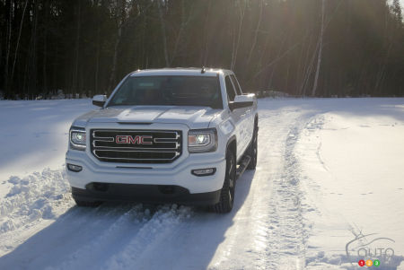 For the LS version of the Observe GSi-6, Toyo had planned snowy trail rides at the wheel of a GMC pickup truck.