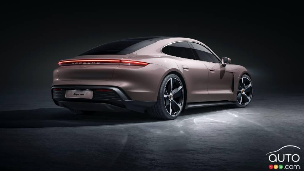 Porsche Taycan 2021 à propulsion, trois quarts arrière