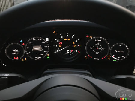 2021 Porsche 911 Turbo S, digital data screen