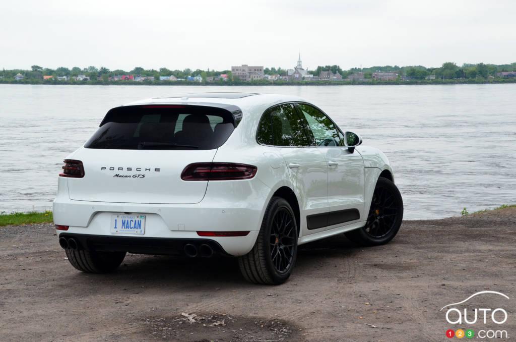 Review Of The 2018 Porsche Macan Gts Car Reviews Auto123