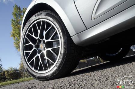 2020 Porsche Macan Turbo, front wheel