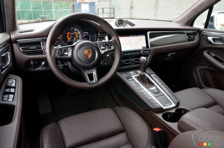 2020 Porsche Macan Turbo, interior
