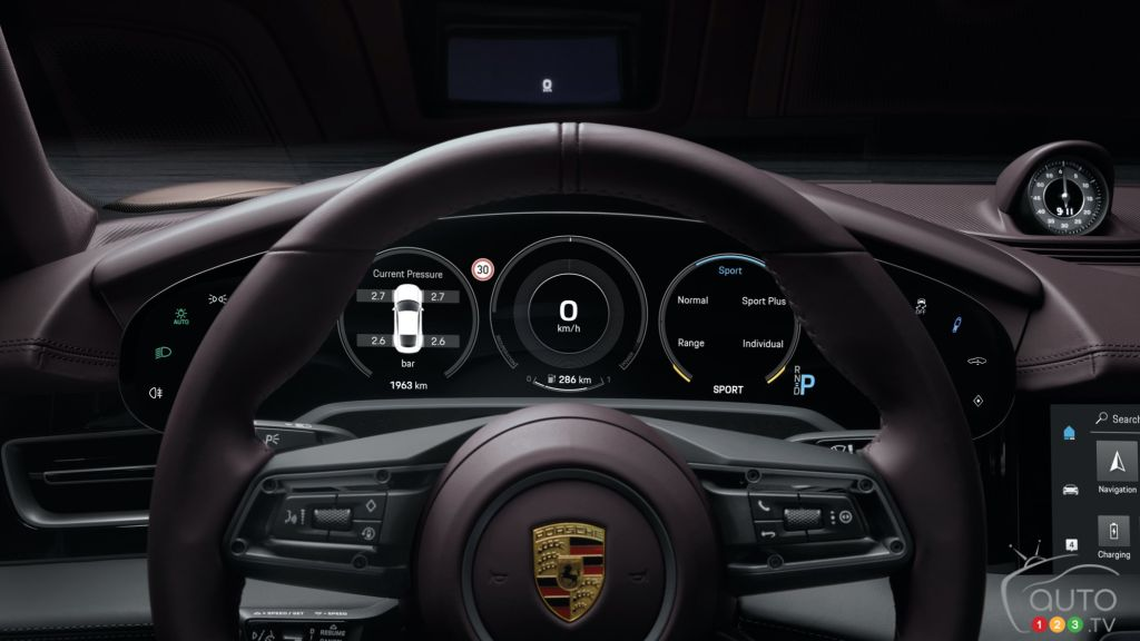 Porsche Taycan 2021 à propulsion, tableau de bord