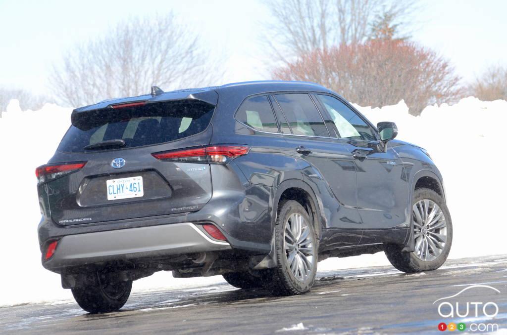 Toyota Highlander hybride 2021, trois quarts arrière