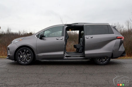 2021 Toyota Sienna XSE, sliding doors open