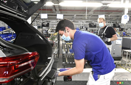 Workers wearing masks at Volkswagen in Germany