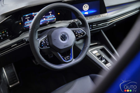 2022 Volkswagen Golf R, steering wheel, dashboard