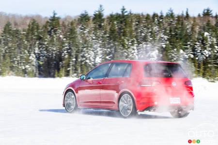 Comparison: 2019 Volkswagen Golf GTI vs 2019 Golf R | Car