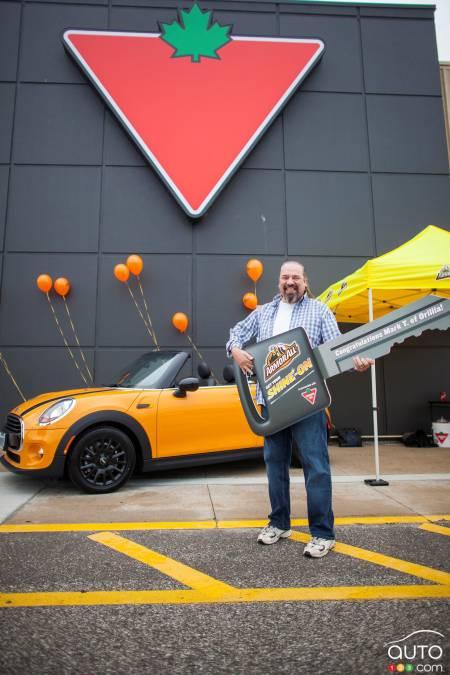 Lucky Winner Wins Mini Thanks To Armor All Car News Auto123