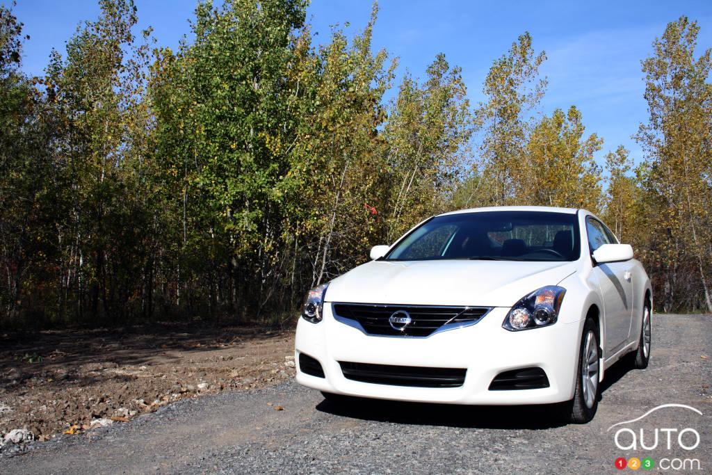 2012 Nissan Altima Coupe 2.5 S | Car Reviews | Auto123