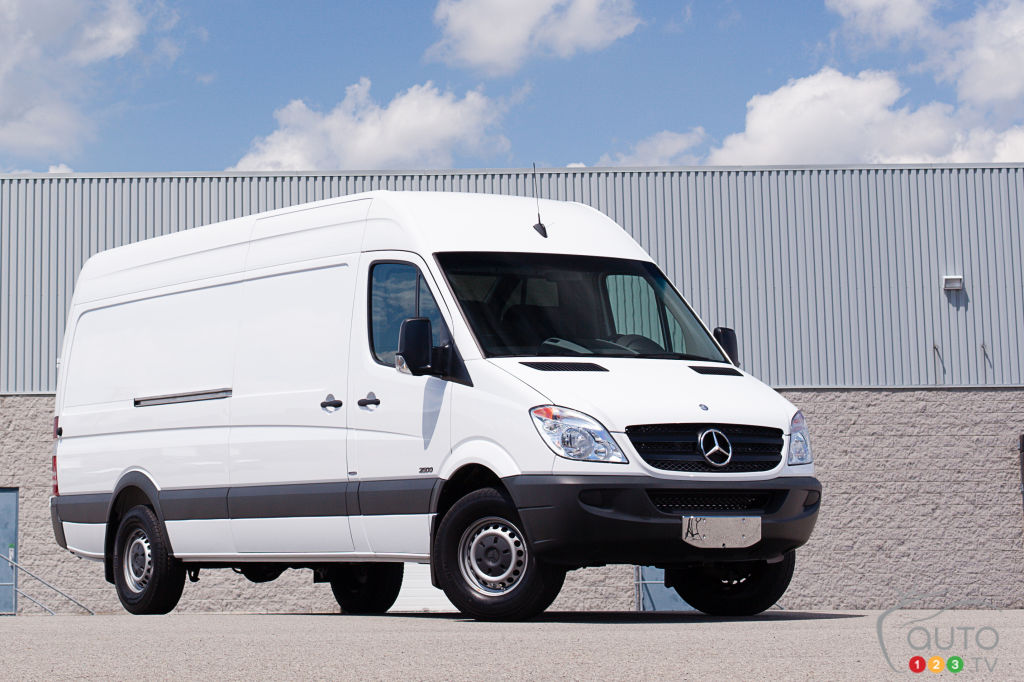Service manual how to remove 2012 mercedes benz sprinter for Mercedes benz sprinter service