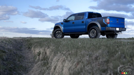 2012 Ford F-150 SVT Raptor SuperCrew Review (video)