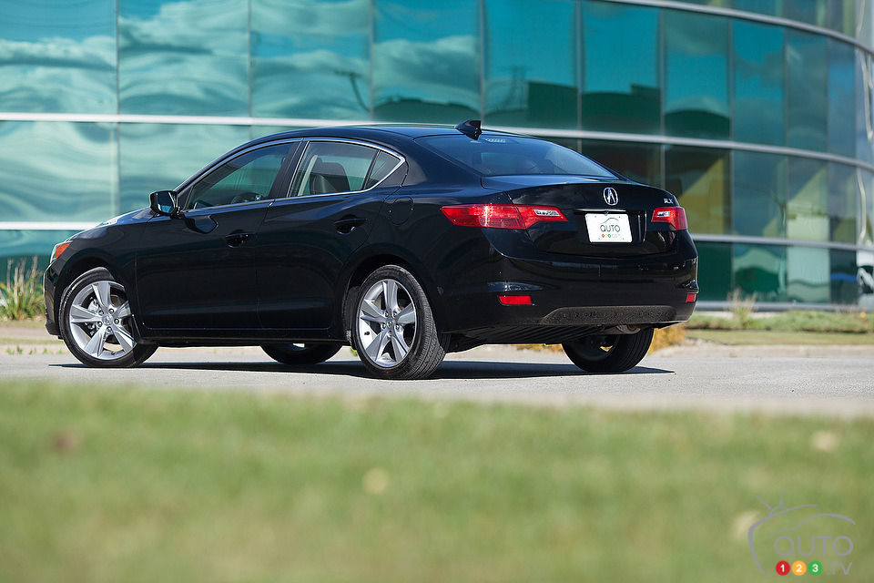 2013 Acura ILX Tech Review