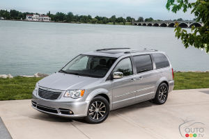 Une Chrysler Town & Country hybride enfichable en 2015