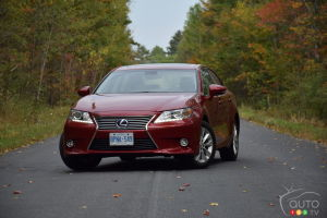 2015 Lexus ES 300h Review