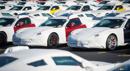 2015 Chevrolet Corvette Z06 rolls off the line, heads to driveways