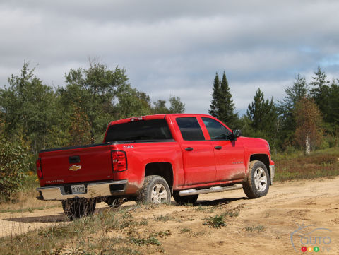chevrolet silverado reviews from industry experts auto123. Black Bedroom Furniture Sets. Home Design Ideas