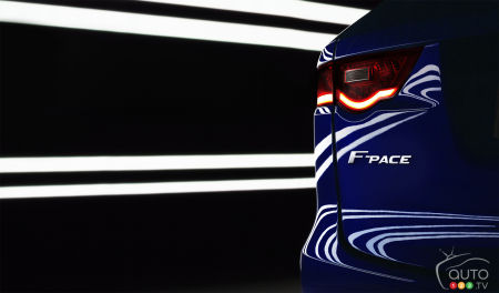 Jaguar F-PACE : première image de la version de production du concept C-X17