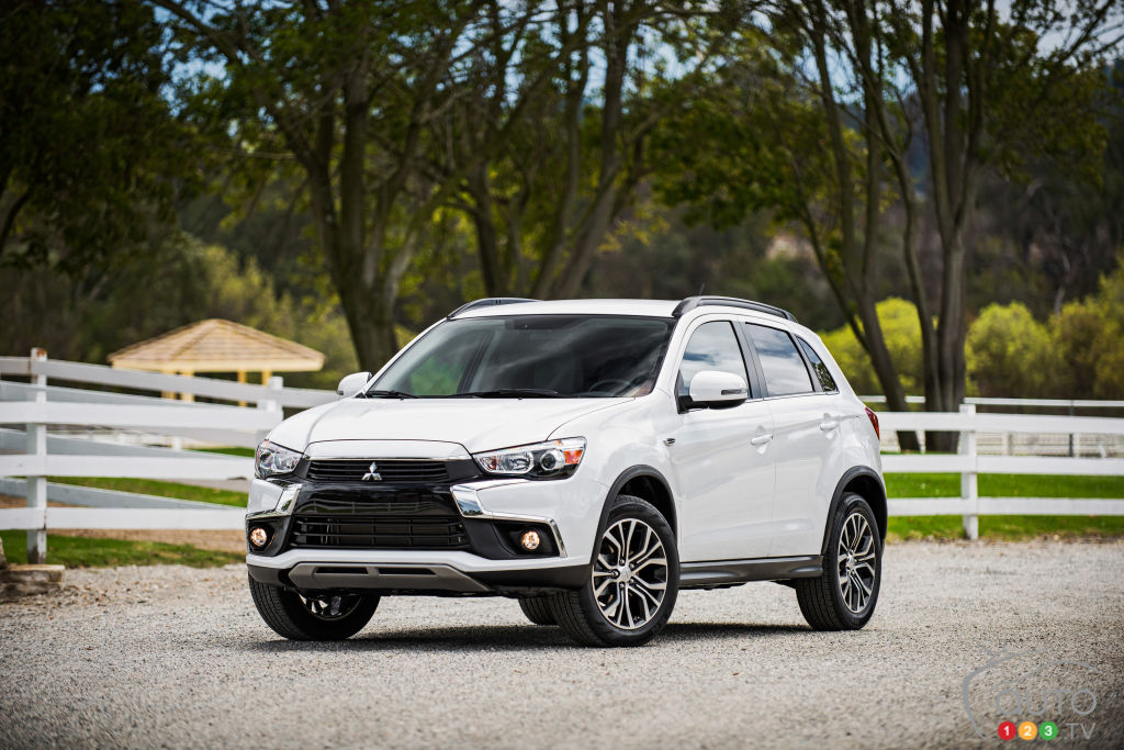 Los Angeles 2015: World premiere of 2016 Mitsubishi RVR
