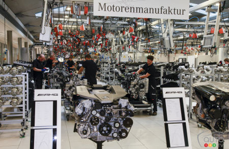 Mercedes-AMG moving assembly of 12-cylinder engine to mannheim