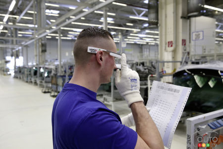 Volkswagen is giving 3D smart glasses to employees