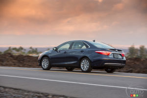 2015 Toyota Camry Hybrid XLE Review