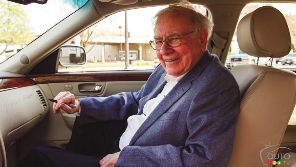 Cadillac DTS owned by Warren Buffett sold for US$122,500
