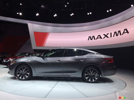 2015 New York Auto Show: The 2016 Nissan Maxima breaks cover