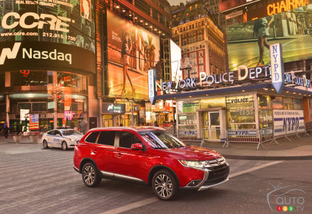 2015 New York Auto Show: World premiere of 2016 Mitsubishi Outlander