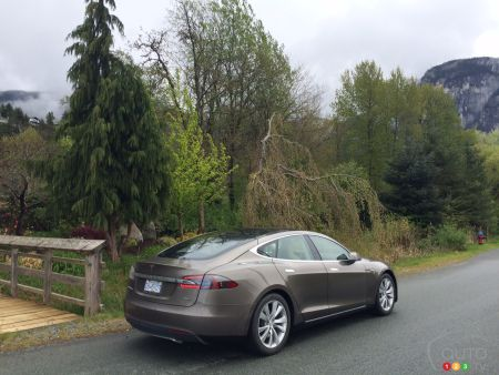 2015 Tesla Model S 70D First Impression Editor's Review